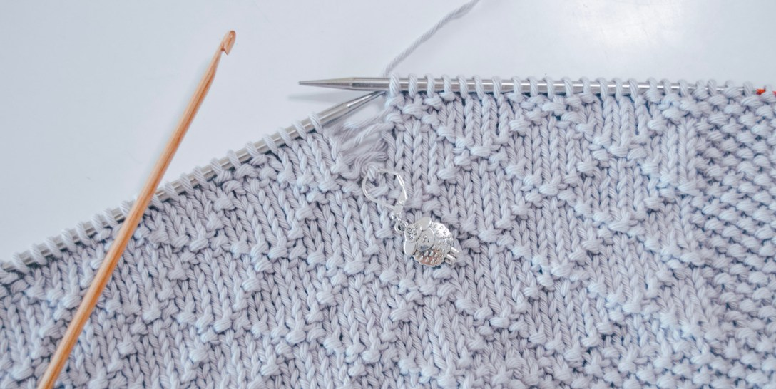 Illustration of how you can drop down a column to fix a knitting mistake
