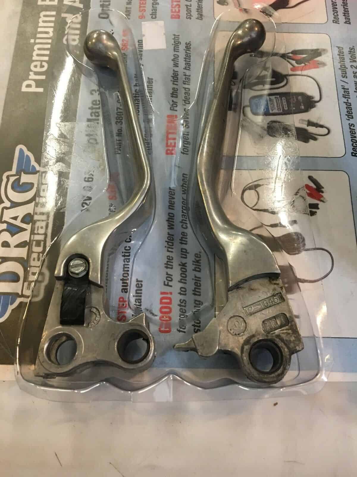Slotted Cut Out Skeleton Skull Chrome Hand Levers for Harley Glide Dyna Softail