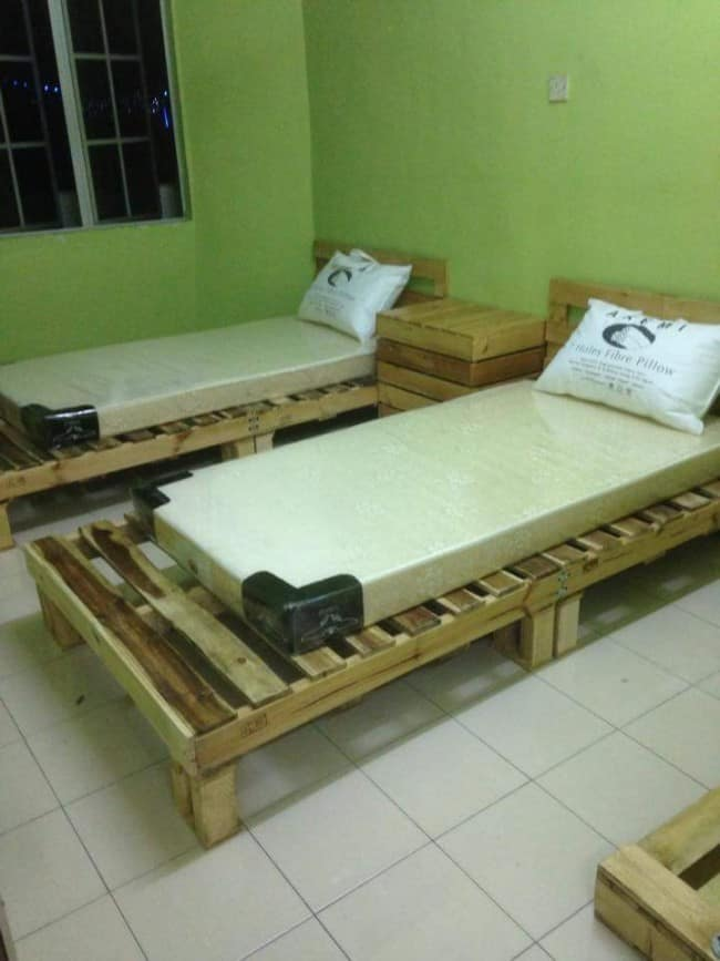 10 Simple DIY Projects to Make Out of Those Extra Pallets