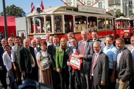 Ein entscheidendes Ziel ist erreicht - neue Ziele wurden vom Obmann Pro Gmundner Straßenbahn genannt und von der Politik zustimmend aufgenommen. Foto: Hans Feitzinger