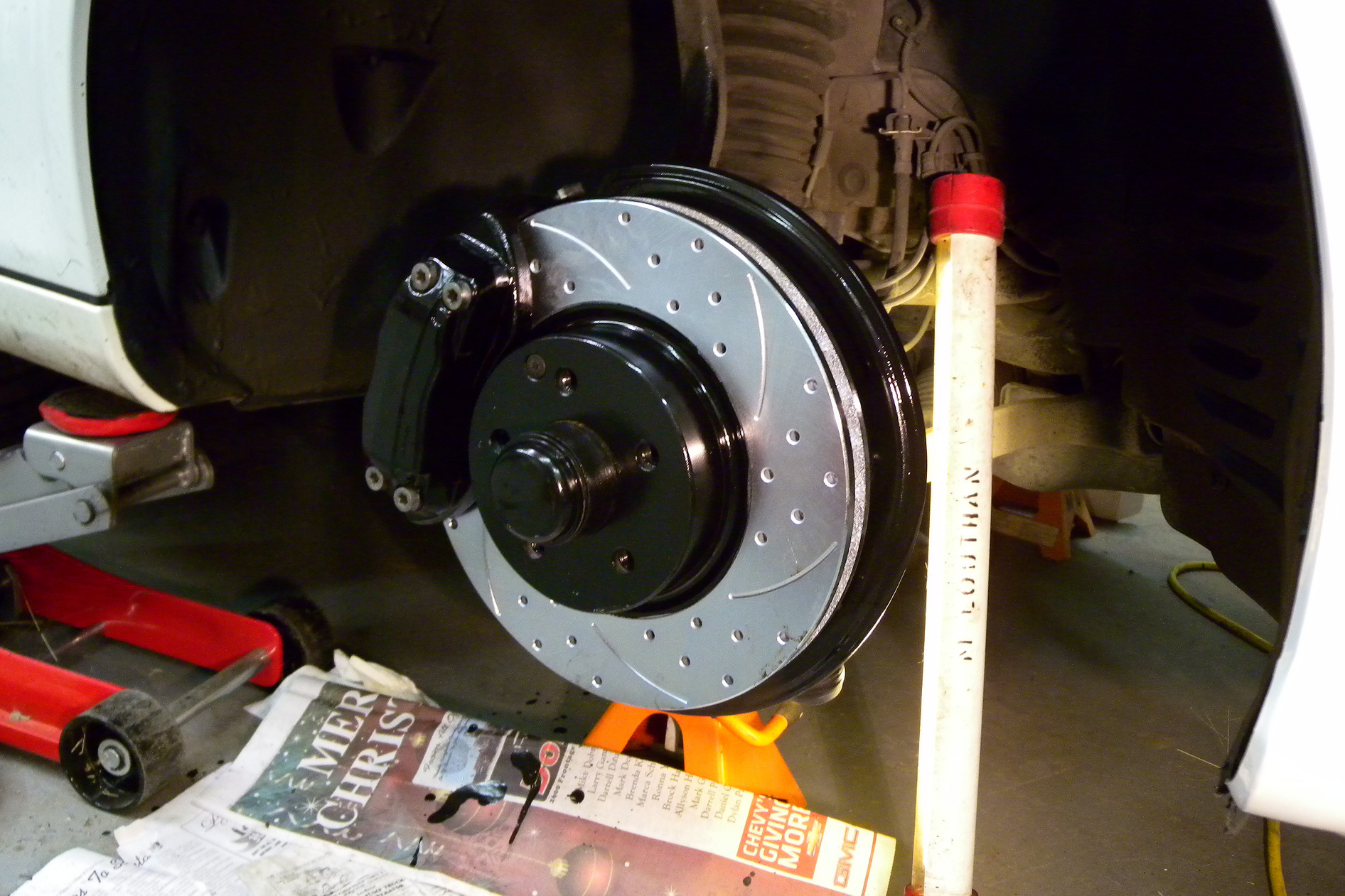 hight resolution of the brake pads on a commuter s car which sees mostly highway driving might last 50 000 miles while brake pads on a sports car could last fewer than