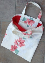 Lined tote bag with zip pocket