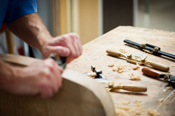 Shaping the Windsor chair seat