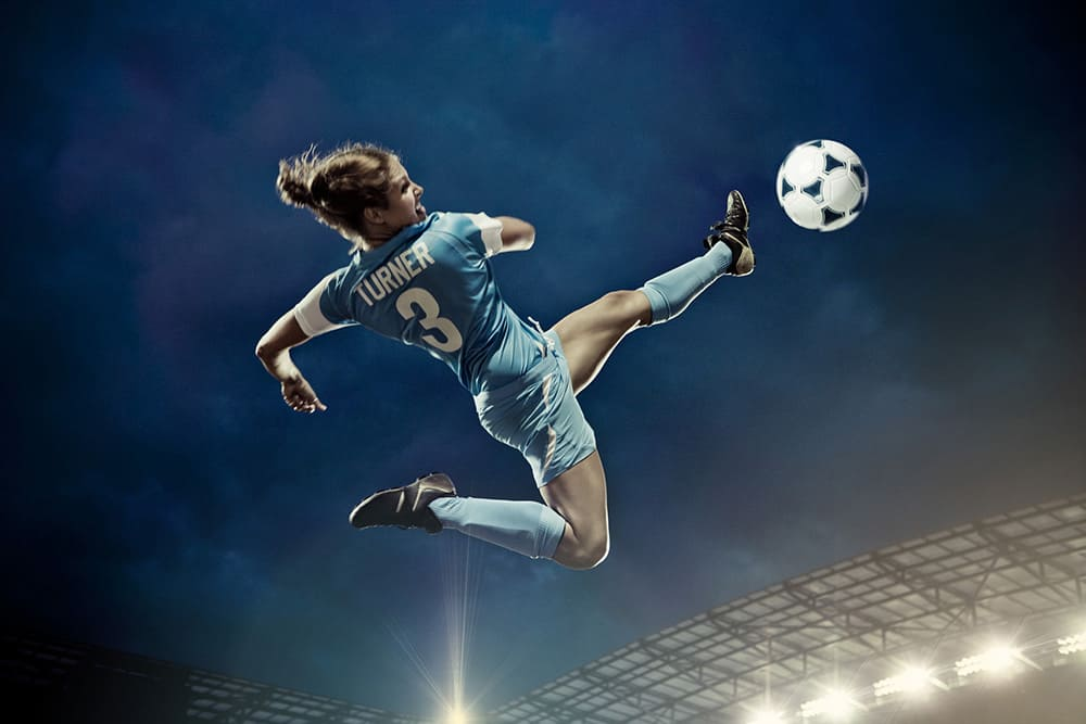 knowledge-lover-football-woman