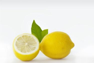 指の臭いが取れない場合は、レモンや重曹や家にある物が活躍!