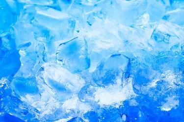 氷をキレイな透明に!家庭の冷凍庫でできる透明な氷の作り方