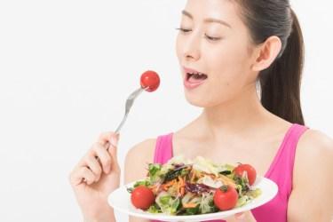 【フォークの使い方】サラダを食べる時に美しく見せるためには