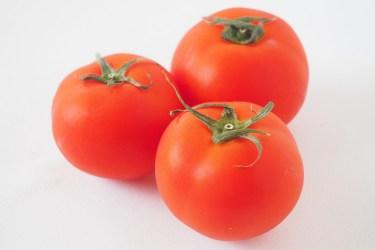 トマトをレンジに入れたら破裂する場合が。破裂しない方法とは