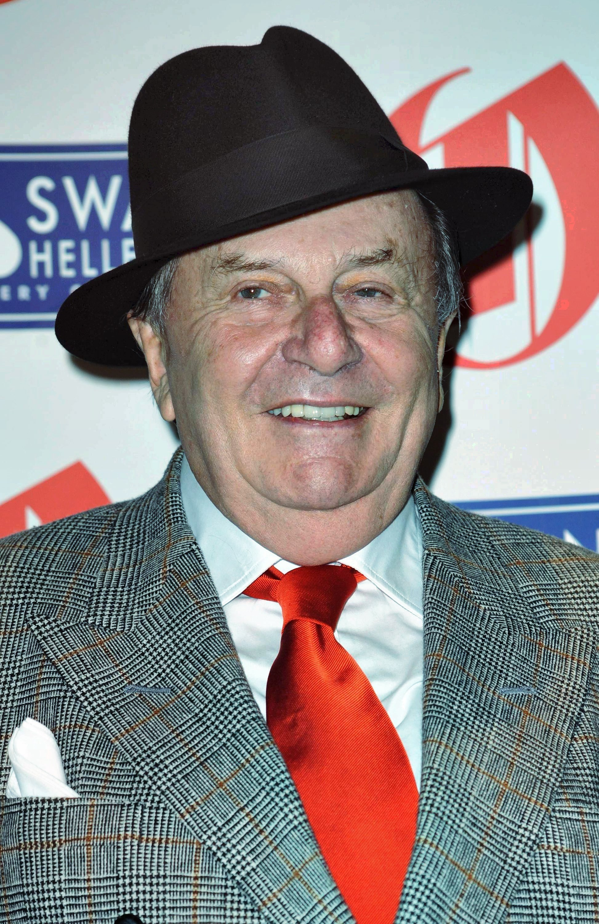 3d Wallpaper For Ipad Pro Barry Humphries Known People Famous People News And