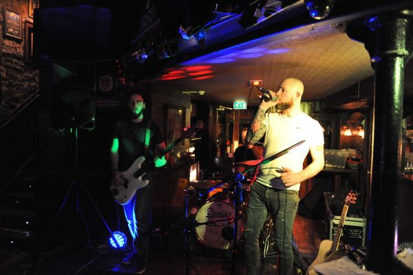 Live-Music-at-Knoxs-2