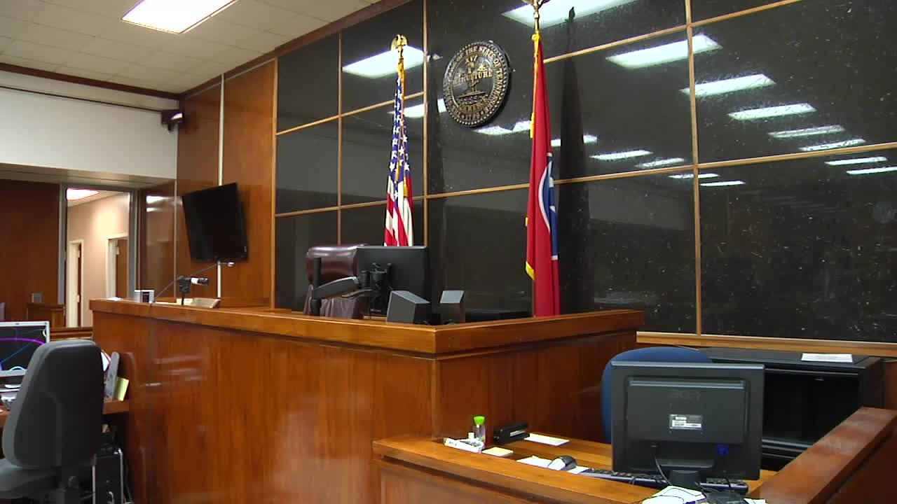 Judges bench with American and Tennessee flags