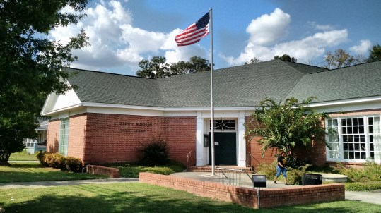 Entrance to Newton Branch Library