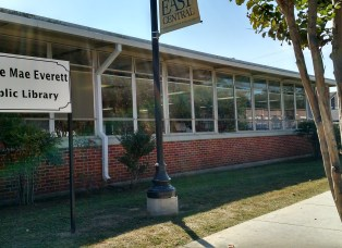 Street view of Jessie Mae Everett Public Library in Decatur, Mississippi.