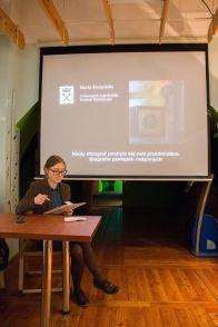"""mgr Marta Raczyńska (UJ) została nagrodzona za referat """"Kiedy etnograf pochyla się nad przedmiotem. Biografie pamiątek rodzinnych"""" (fot. A. Piernikarczyk)"""