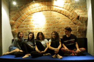 Zdjęcie grupowe w hostelu ;)
