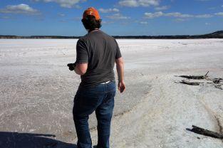 Tomus wagt sich in den Salzsee