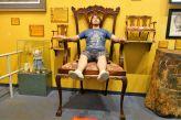 Tomus im größten Stuhl der Welt