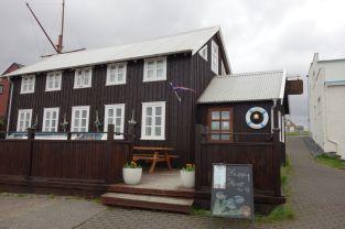 """In unserem Übernachtungsort Snaefellsness gibt es immer wieder diese charmanten Fischer-Häuser. Der Ort ist bekannt aus dem Film """"Das Leben des Walter Mitty"""" mit Ben Stiller"""