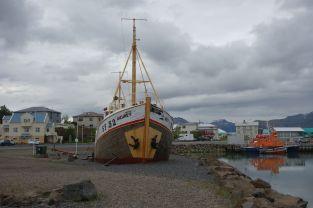 Ein altes Gammelboot wurde auch noch ausgestellt. Leider konnte man nicht reingehen. Irgendwie ist es schon traurig, wenn man bedenkt was wohl für Abenteuer das Boot erleben musste.