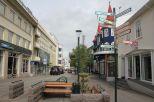 """Die """"Hauptstraße"""" des Ortes. Unser Hostel befindet sich auf der linken Seite, während das Nachleben auf der rechten Seite abgeht. Hier befinden sich auch die Bars des gestrigen Abends"""