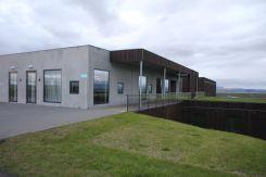 Hier noch ein Blick auf unser Hotel von vorn. Hat einen für Island dann doch sehr ungewöhnlichen modernen Stil. Könnte glatt von einem der Kirchenarchitekten in diesem Land sein