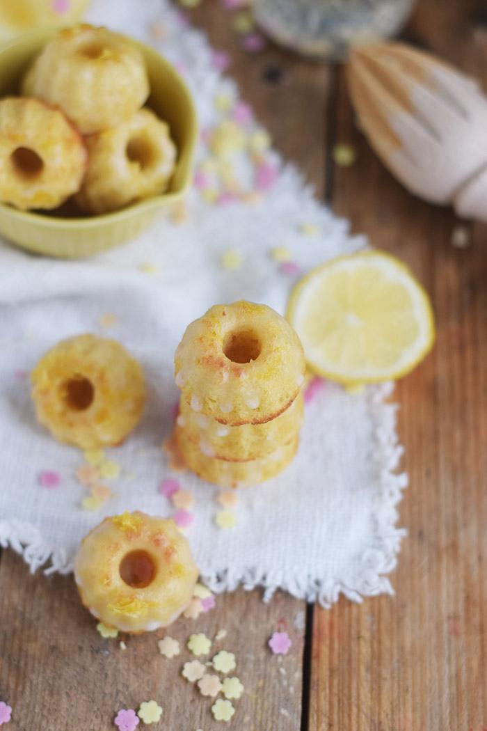 Limoncello Buttermilch Gugl & Limonade - Limoncello Buttermilch Mini Bundt Cakes and Lemonade (14)