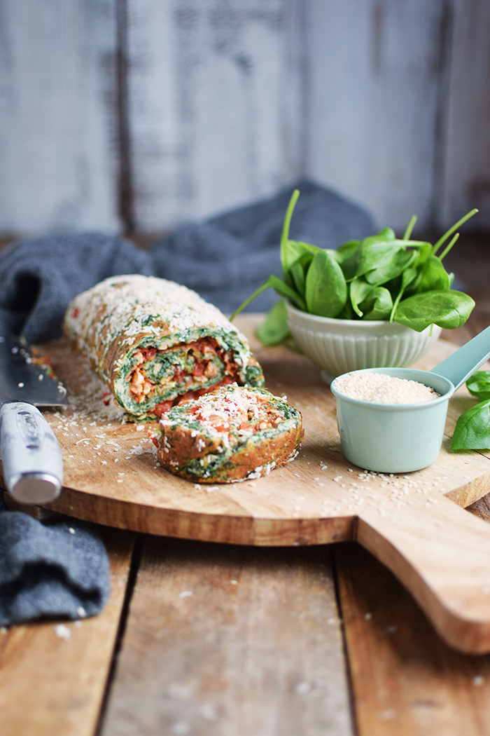 Spinatrolle mit Tomaten Paprika Fuellung - Spinach Roulade with red pepper tomato filling (9)