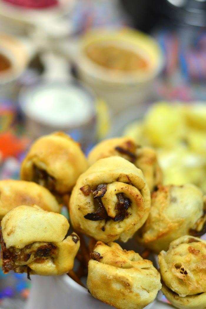 Fondueabend mit Pinwheels Pops Kartoffelsalat und Dips Cranberry Erdnuss Feta und Curry 11-1