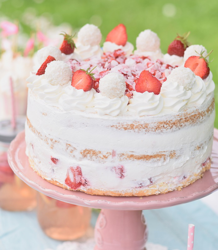 Erdbeer Kokos Raffaello Torte 12