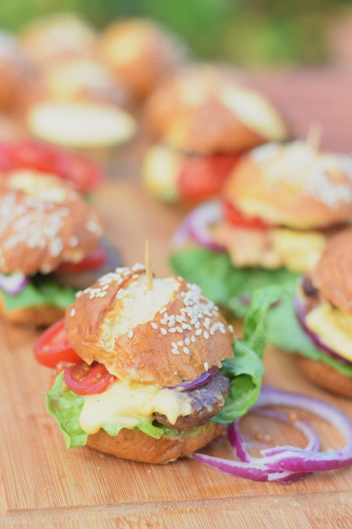 Brezel Burger mit Feta 7