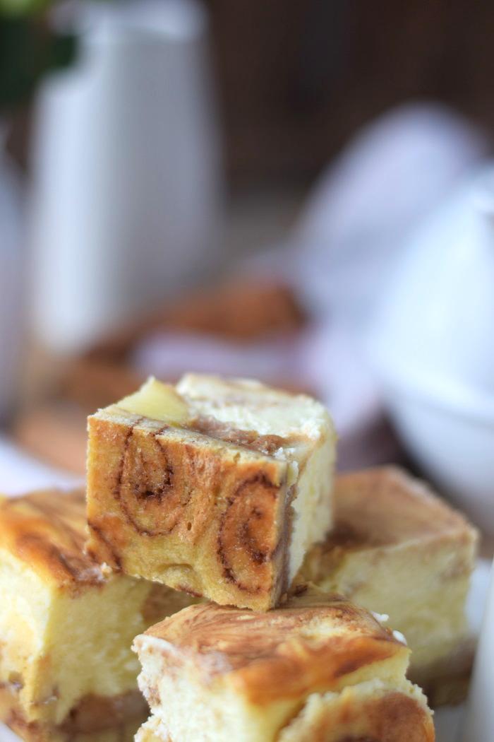 zimtschnecken cheesecake mit apfelf llung cinnamon roll. Black Bedroom Furniture Sets. Home Design Ideas