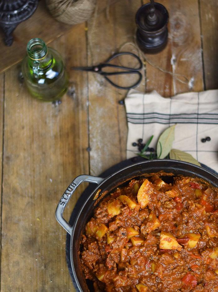 Bauerntopf - Tomaten Kartoffel Topf mit Hackfleisch - Minced Meat Tomato Stew with Potatoes and red pepper (14)