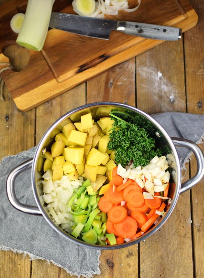 Grundrezept Gemuesebruehe & Kartoffelsuppe - Vegetable stock and Potato Soup 0