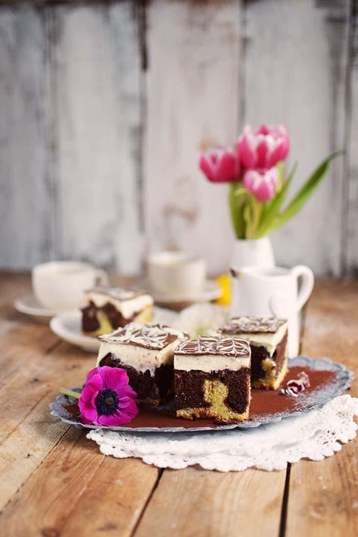 Donauwelle - Chocolate Vanilla Cake with Cherries Donauwelle Schokoladig Cremiger Klassiker (4)