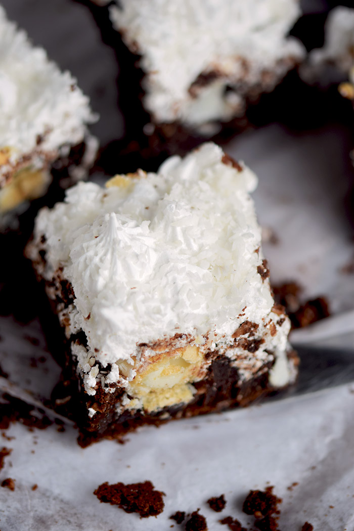 Raffello Brownies - Brownies with coconut truffles and coconut meringue (2)