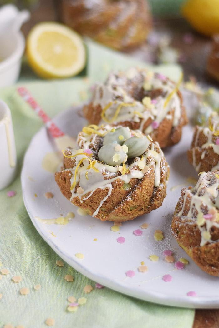 Zitronen Avocado Gugelhupf mit Schokoeiern - Lemon Avocado Bundt Cake (23)