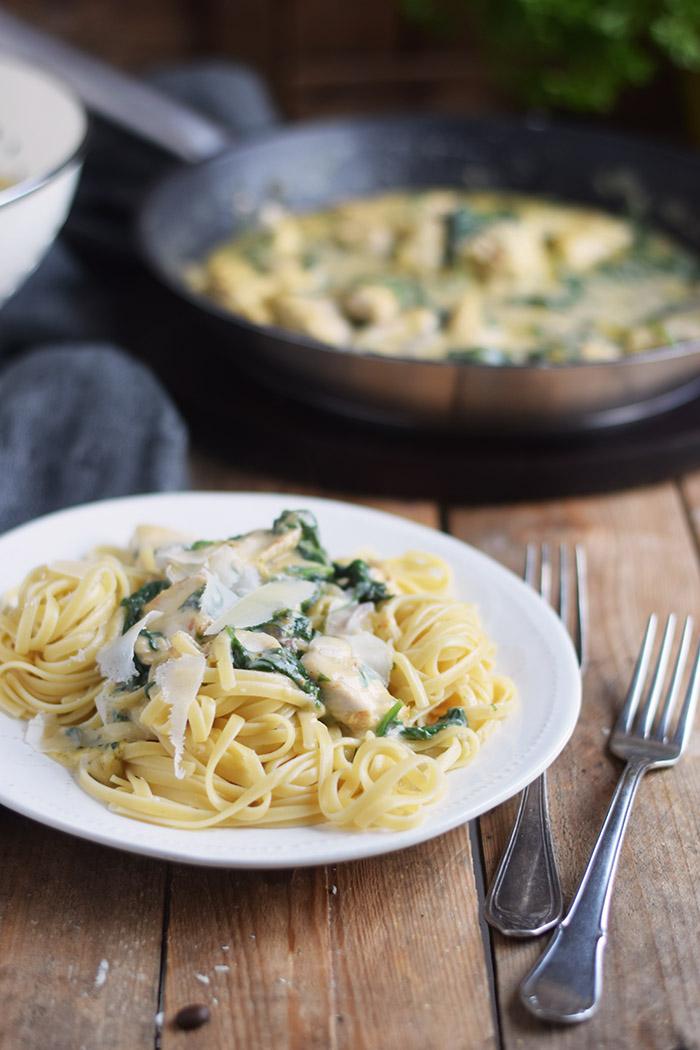 Pasta mit Spinat-Haehnchen-Parmesan-Sauce - Chicken Parmesan Spinach Pasta (3)