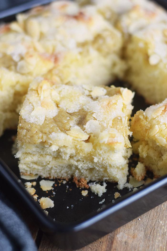 butterkuchen mit pudding butter custard cake rezept recipe. Black Bedroom Furniture Sets. Home Design Ideas