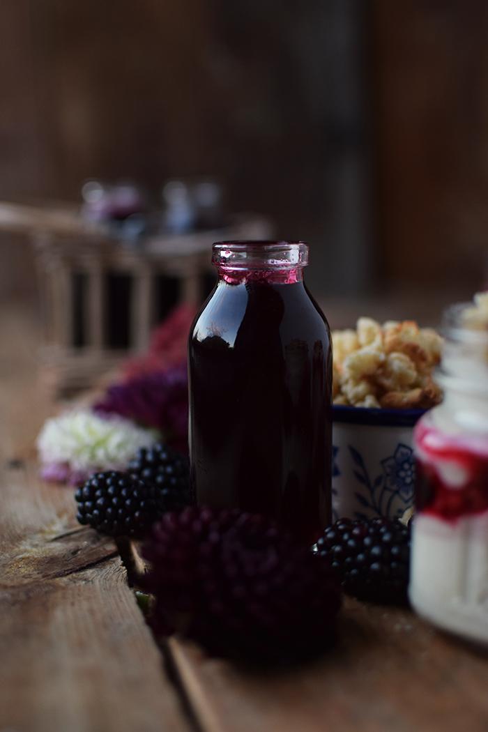 Brombeer Sirup und Mascarpone Dessert mit Streuseln - Blackberry Syrup and Dessert (3)
