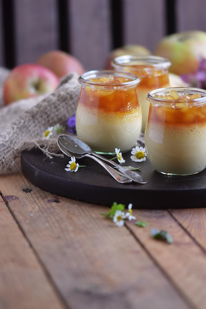 creme-karamell-mit-apfel-kompott-pot-de-caramel-with-apples-12