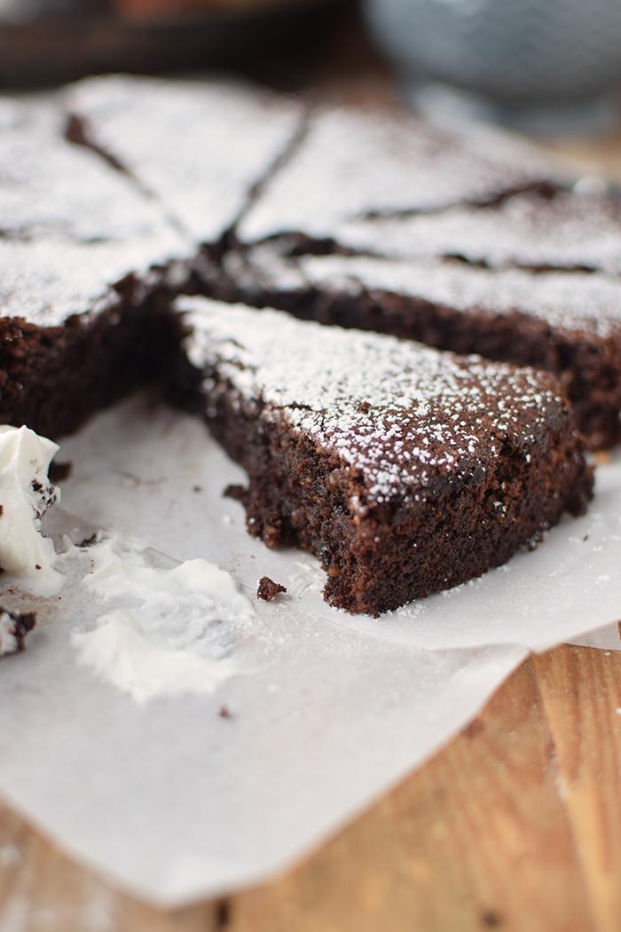 saftiger-mandel-schokokuchen-glutenfrei-gooey-almond-chocolate-cake-glutenfree-18
