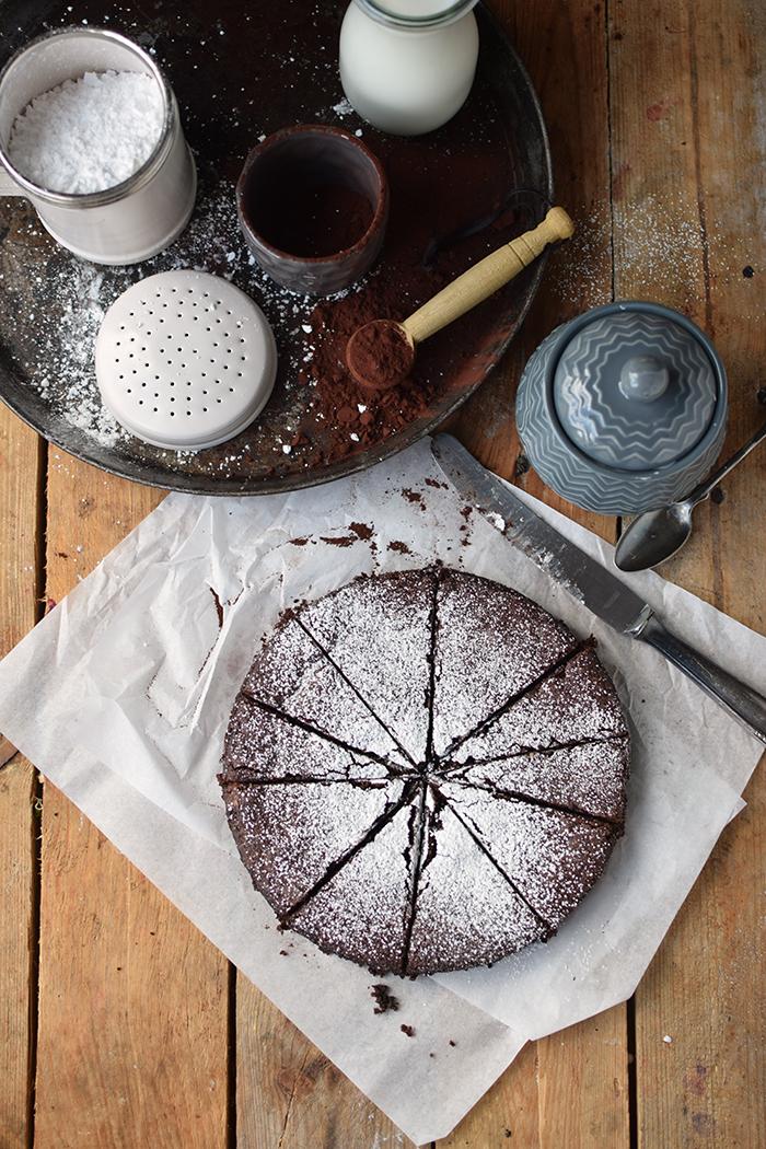 saftiger-mandel-schokokuchen-glutenfrei-gooey-almond-chocolate-cake-glutenfree-7