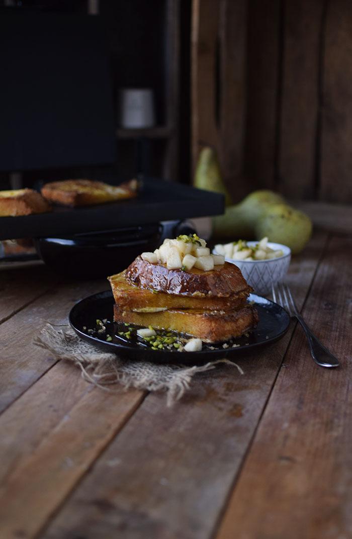 french-toast-mit-birnenkompott-honig-und-pistazien-1
