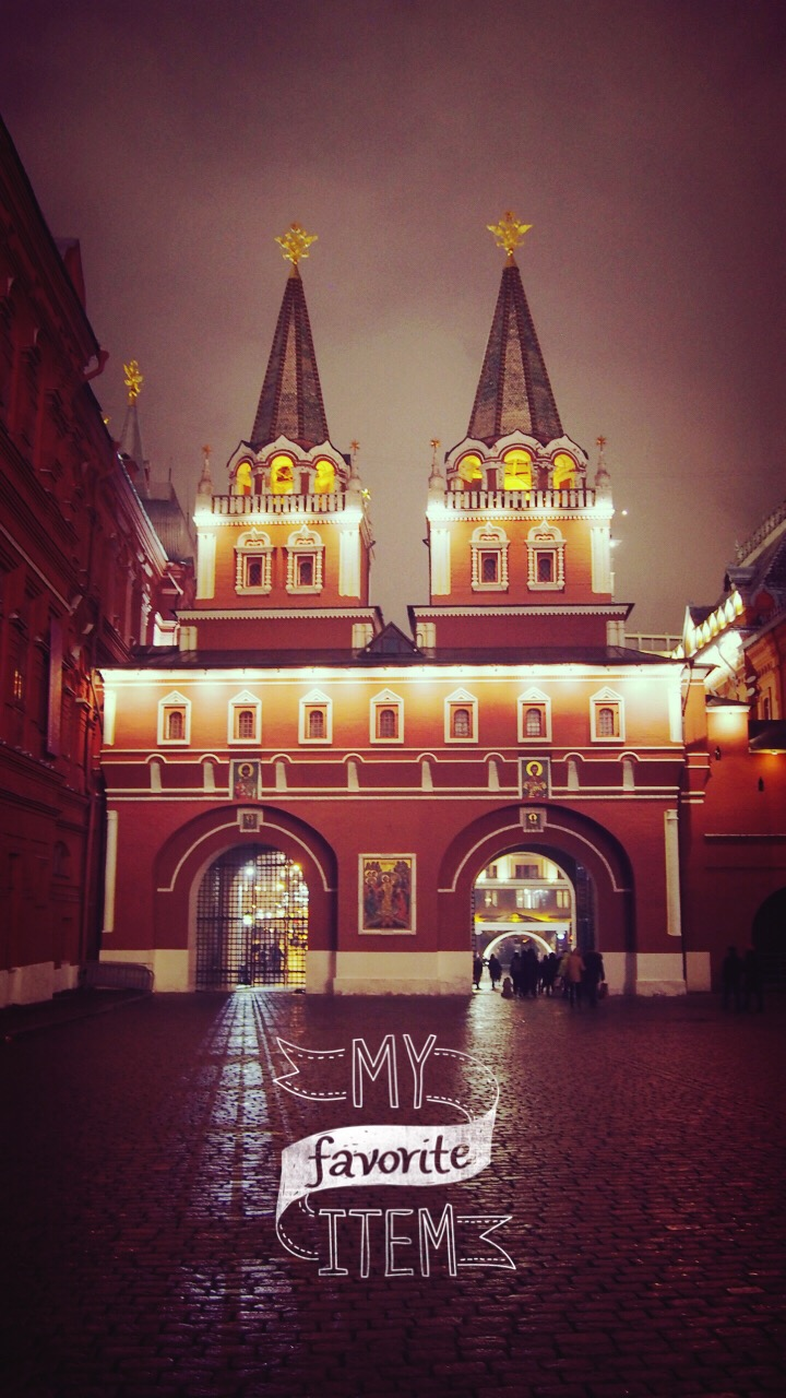 p.s. Red Square @ night is NOT to be missed. The red square all lit up and it has a different kind of beauty - mysterious, quiet, and cooooooold ... ><
