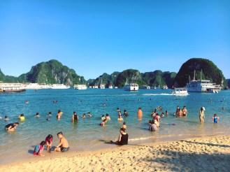 vietnam-halong-bay-11-swimming