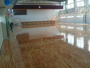 中学校体育館改修工事1回目の塗装