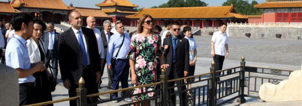 Деси Радева с рокля за 250 лева в Китай (2)