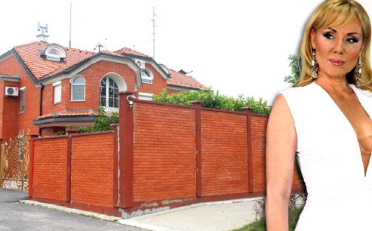 Вижте отвътре приказната вила на Лепа Брена, която се продава за 2 милиона евро (Снимки):
