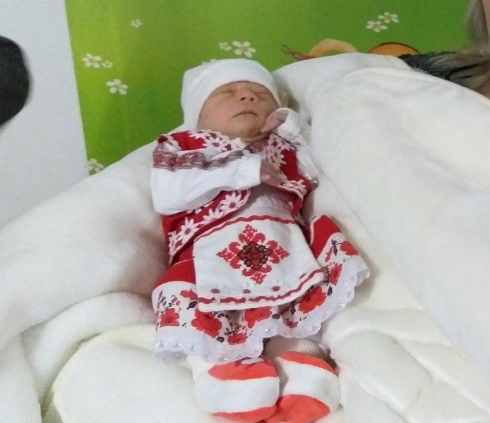 Бебе в носия