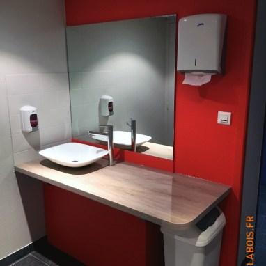 Pour des bureaux d'entreprise. Rénovation complète : mobilier, peinture.